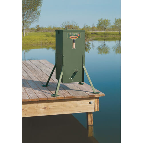 Texas hunter 70 lb lake pond fish feeder with for Texas hunter fish feeder